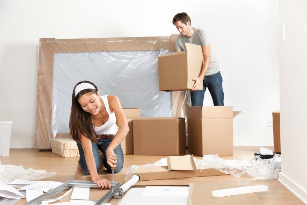 couple-preparing-to-move